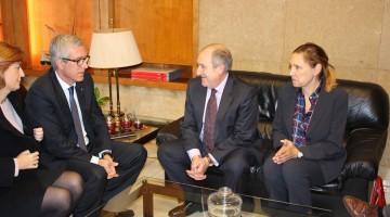 Joan Aregio (SOC), durant la visita a l'Ajuntament de Tarragona.