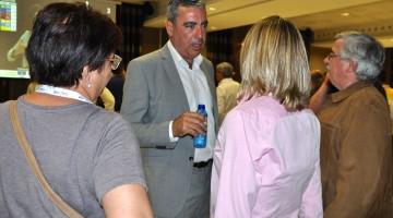 Abelló conversa amb gent de CiU un cop coneguts els resultats electorals d'aquest diumenge.
