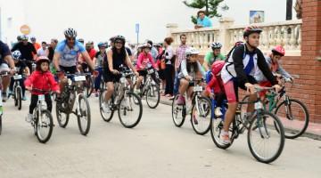 Ciclistes en l'edició de la Pedalada Popular de l'any passat.