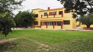 Masia Ponet, una masia rural de mes de 300 m2 ubicada en una finca d'uns 2000 m2 amb oliveres, boscos i vinya.