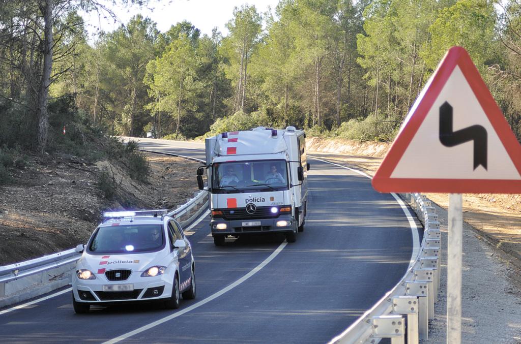 Els Mossos d'Esquadra traslladen els interns des de Tarragona a la presó de Mas d'Enric