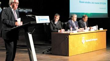 El president de la Diputació de Tarragona, Josep Poblet, va fer de mestre de cerimònies en un acte que va comptar amb la presència de 130 representants del món local del territori.