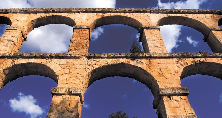 L'AQUEDUCTE DE LES FERRERES (O PONT DEL DIABLE) i el seu entorn han experimentat recentment una imporant actuació de millora. / Tarragona Turisme - Manel R. Granell