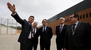 Artur Mas, acompanyat del conseller d'Interior Jordi Jané, durant la visita a Mas Enric