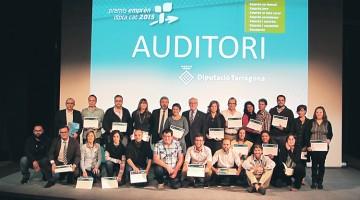 Els guanyadors de l'edició del 2015, amb el president de la Diputació, Josep Poblet.