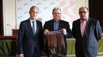 Josep Bertran, com a responsable de comunicació i Relacions Externes de Repsol; oaquim Julià, president de la Agrupació d'Associacions de Setmana Santa i el conseller de Cultura, Josep Maria Prats.