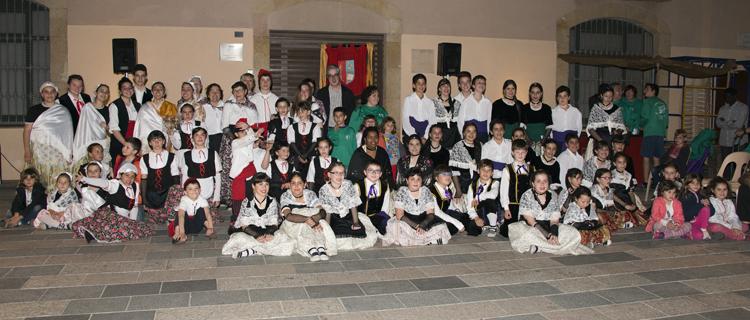 Tots els participants al 40è aniversari dels vilasecans./Foto:Joan M. Llatser