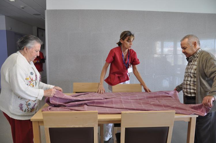 SERVEI D'ATENCIÓ DOMICILIÀRIA - L'equip humà de la Xarxa de Santa Tecla ajuda persones depenents als seus domicilis, a Tarragona i al Baix Penedès.