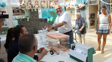 Fèlix Alonso, candidat territorial de En Comú Podem, votant aquest matí.