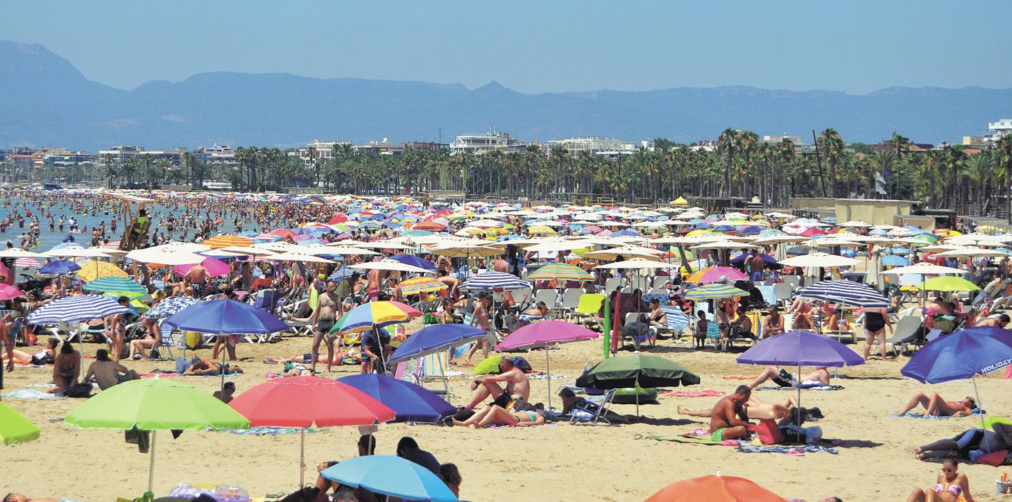 La platja de Salou en ple mes d'Agost