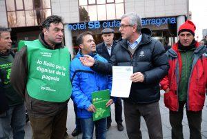 L'alcalde de Tarragona amb els portaveus d'Unió de Pagesos. Fotografia de Mauri.