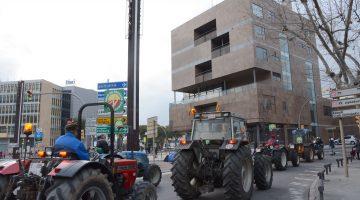 Tractors al seu pas per la plaça Imperial Tarraco, aquesta tarda de dijous. Fotografia de Mauri - Ajuntament de Tarragona