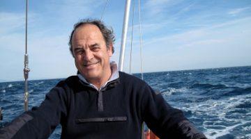 Francesc Vives, en una fotografia navegant.